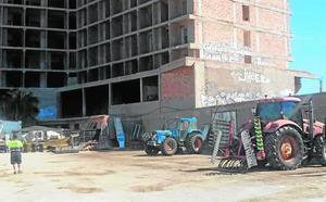 Servicios públicos usan de sede, sin contrato, un solar en el hotel Lagomar