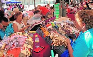 250 encajeras de bolillo muestran sus creaciones