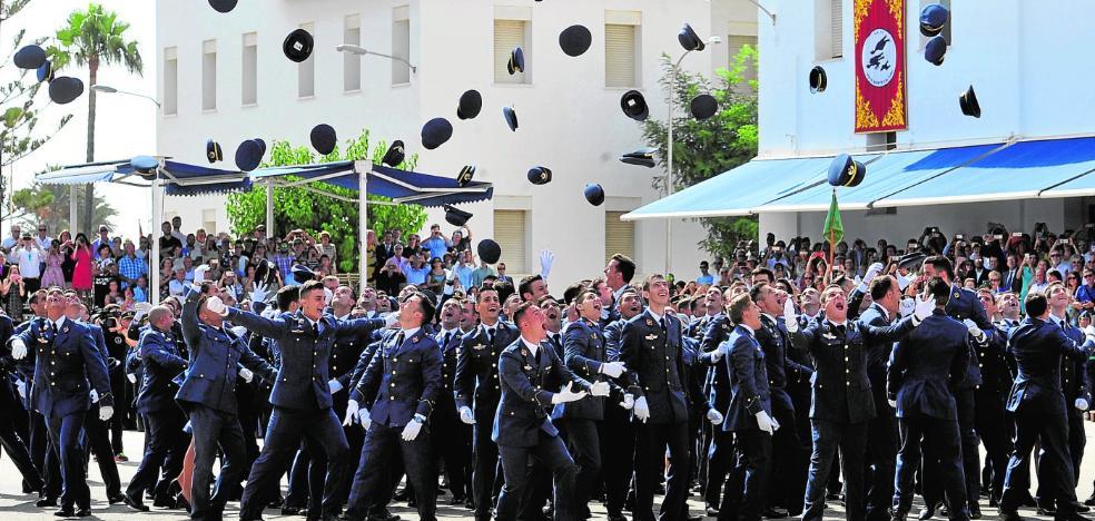 Gorras al aire de la promoción más numerosa