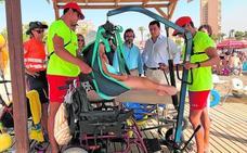 Casi 2.000 discapacitados disfrutan del verano en las playas murcianas