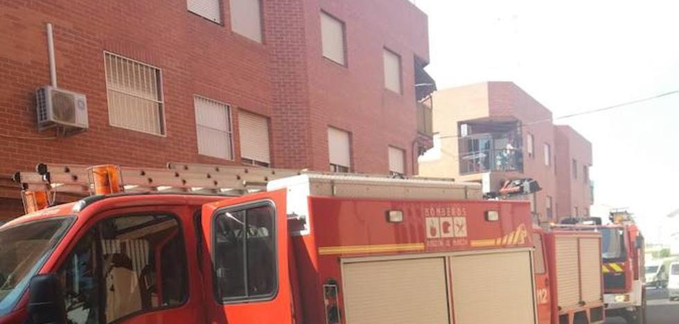 Desalojan un edificio en San Javier por un incendio