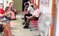 Quejas de los usuarios del ambulatorio de La Ribera por la avería del aire acondicionado