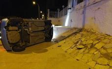 Un conductor ebrio se estrella contra el muro del Club de Oficiales de Santiago de la Ribera