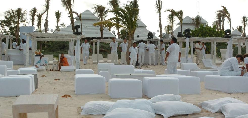 Sancionan con 1.800 euros a un restaurante de La Manga por celebrar una boda en la playa de El Pedruchillo
