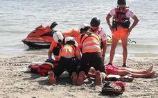 Hiere a un socorrista que le amonestó por invadir una zona de baño con su barco en La Manga