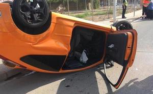 Herido grave un joven al volcar su coche en La Ribera