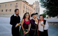 El Castillo de Caravaca viaja cada noche al siglo XVIII con las visitas nocturnas teatralizadas