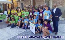 Cuatro cooperativas del colegio Cervantes venden sus productos en el mercado semanal