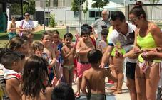 Más de 450 personas participan este verano en la campaña 'Aprende a Nadar'