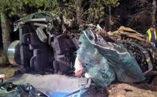Dos fallecidos en un brutal choque entre dos turismos en Caravaca