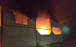 Apagan un incendio en una fábrica de calzados de Caravaca