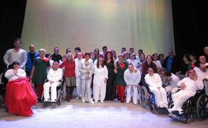 APCOM llena de ternura el teatro Thuillier para celebrar el 'Día Internacional de la Discapacidad'