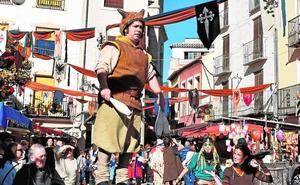 La cetrería vuelve con esplendor al mercado medieval de Caravaca