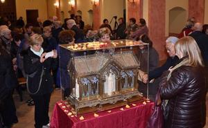 Las reliquias de Santa Bernadette visitan el convento de los carmelitas y la basílica de la Cruz