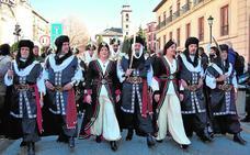 Moros y cristianos toman Granada