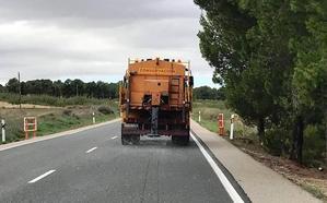 Realizan tratamientos preventivos en la red regional de carreteras ante las posibles heladas