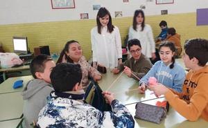 Más de 300 alumnos de Secundaria y de APCOM participan en cursos sobre redes sociales