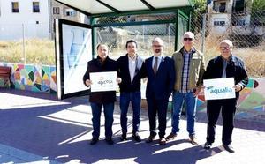 Aqualia instala una marquesina para la asociación APCOM