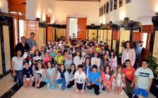 Las cooperativas del colegio Cervantes venderán sus productos solidarios en el mercado semanal