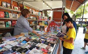 La Feria del Libro se celebra hasta el 2 de junio con cuentacuentos y firmas de varios autores