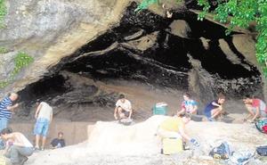 Un equipo de arqueólogos internacionales retoma las excavaciones de la Cueva Negra