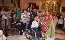 La Vera Cruz abraza en su basílica a impedidos y enfermos