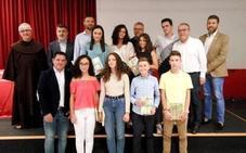 Gollarín presenta el libro con las obras ganadoras en 'Escuela de Mandarines', de Albacara