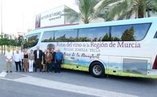 Turismo presenta los nuevos recorridos del 'Bus del Vino' por las rutas de Bullas, Jumilla y Yecla