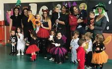 Las brujas y los esqueletos más menudos salen por Halloween