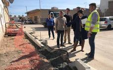 Las obras en el entorno del Camino de las Gilas mejoran el alumbrado y las aceras