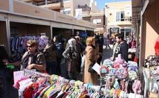 La feria outlet anima a buscar 'chollos' durante el fin de semana en el centro de Torre Pacheco
