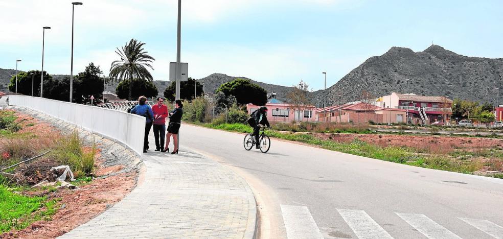 Los escolares estrenan una ruta más segura al colegio de San Cayetano