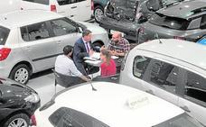 Los expositores venden más de 500 vehículos de ocasión en el salón del automóvil en Ifepa