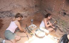 Los arqueólogos se adentran de nuevo en la Sima de las Palomas en busca de sus secretos