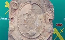 Recuperan en Torre Pacheco un escudo heráldico del siglo XVI que desapareció en los años 70