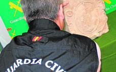 Incautan a un vecino de Torre Pacheco el escudo heráldico de la antigua iglesia del Rosario del siglo XVI