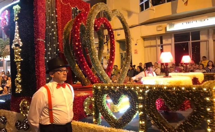 Desfile de carrozas de papelillo