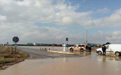 El corte de carreteras por la lluvia dificulta el acceso al hospital