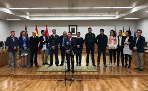 Concejales, escolares, vecinos y militares prestan voz a la Constitución