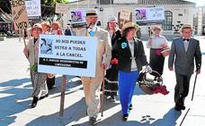 Las sufragistas regresan en apoyo de las mujeres