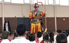 La fiesta de Trinitarios y Berberiscos lleva la historia local a los colegios de Torre Pacheco