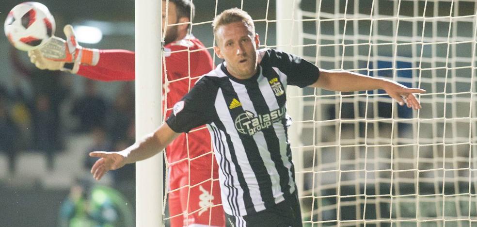 El UCAM Murcia hace oficial el fichaje del delantero Aketxe