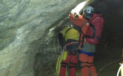 Fallece un espeleólogo de 37 años sepultado entre rocas en una cueva de Vizcaya