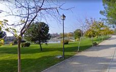 Detenidos por hacer un trío en pleno día en un parque infantil