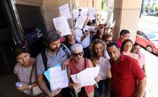 Presentan cientos de firmas en contra del cierre de camas y consultorios del SMS este verano