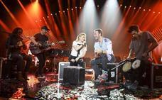 Shakira y Chris Martin cantan juntos por primera vez