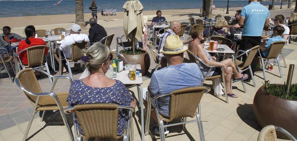 Los empresarios reclaman medidas para compensar la caída del consumo en el Mar Menor