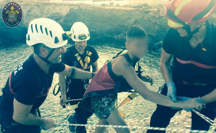 Rescatan a dos jóvenes cuando practicaban rápel en Cabo de Palos