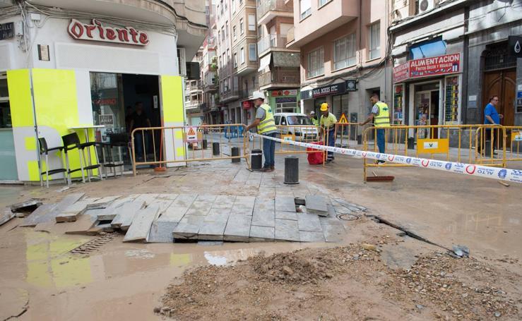 Se rompe una tubería en la calle Sagasta de Murcia