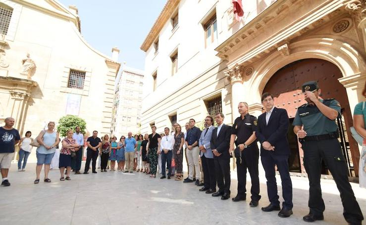 La Región rinde homenaje a los atentados de Cataluña
